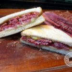 Sanduíche de corned beef